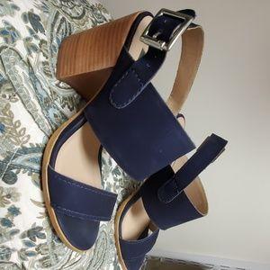 STEVEN Madden navy nubuck 414 sandal w/ block heel